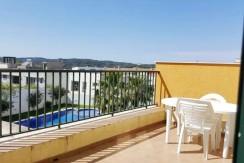 (Español) Apartamento con piscina y pista de padel