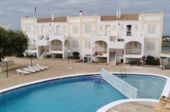 (Español) Amplio apartamento con piscina comunitaria en Arenal d'en Castell