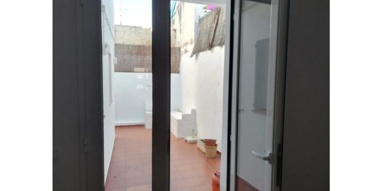 15. patio con puerta nueva